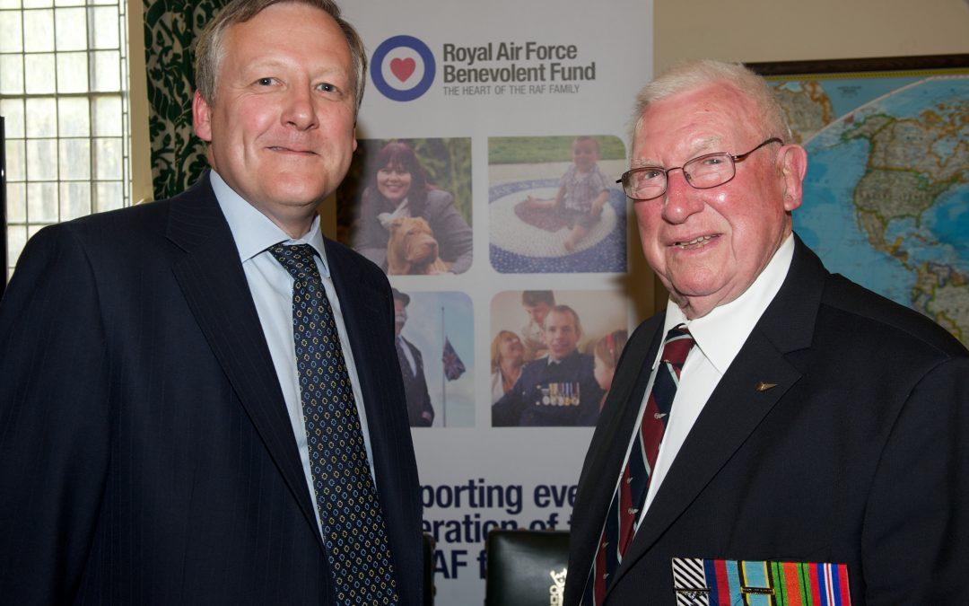 Kevan_Jones_MP_with_Harry_Irons_DFC_Bomber_Command_Rear_Gunner_2.jpg
