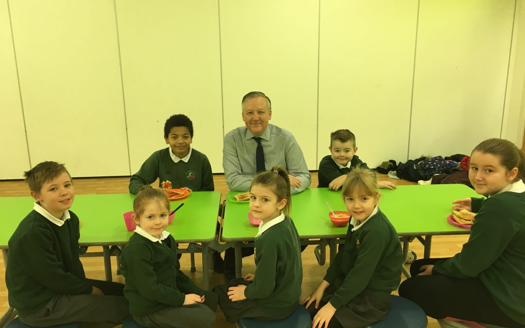 Kevan joins Greenland School pupils at award-winning breakfast club